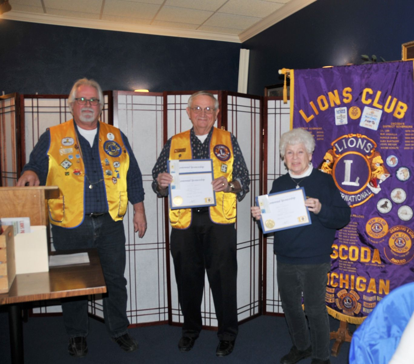 7395dcac5f4 DG Gordon Harris presents the 2nd VDG crest to newly installed Rod Leathers  of the Central Lake Lions Club.